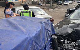 На перекрестке в Кривом Роге иномарка с прицепом попала в ДТП