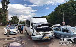 ДТП в Кривом Роге: маршрутка и легковушка столкнулись на центральном проспекте