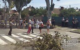 Жители одной из криворожских улиц перекрыли дорогу из-за длительного отсутствия электроэнергии