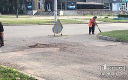 В Кривом Роге перед приездом Президента Зеленского латают ямы на дорогах