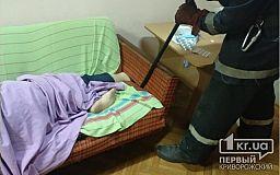 Криворожские пожарные помогли пенсионеру, который застрял в диване