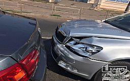 В Кривом Роге в утренний час пик столкнулись четыре машины