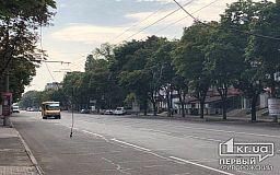В Кривом Роге чиновники и коммунальщики ищут владельцев шнурков, которые висят посреди города