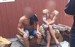 Трое криворожан отнесли часть школьного забора в металлоприемку и ушли на остановку
