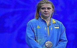 В Кривом Роге финансово поощрили чемпионку Европы по самбо и ее тренера