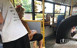 В Кривом Роге кондукторка отказалась помогать пенсионерке, которой стало плохо в троллейбусе