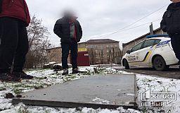 Местные жители помогли задержать наркозависимого, который украл двери будущей амбулатории в Кривом Роге
