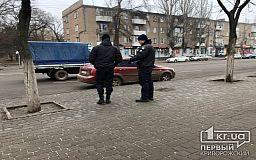 Патрульные в Кривом Роге штрафуют водителей, которые неправильно паркуются возле ТРЦ