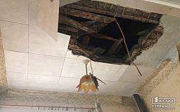 Часть здания криворожской амбулатории, в которой рухнул потолок, в аварийном состоянии, - чиновники