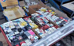 Криворожские полицейские изъяли у нелегального торговца сотни пачек сигарет