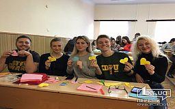 Криворізькі студенти та викладачі підготували подарунки для військовослужбовців