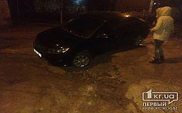 Из-за «раскопок» криворожской теплоцентрали в грязи застрял автомобиль