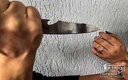Криворожанин, которого разыскивали за грабеж, с ножом напал на девушку