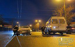 ДТП в Кривом Роге: в результате столкновения маршрутки и легкового авто пострадала женщина
