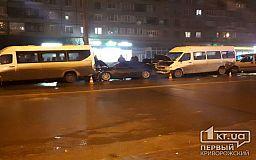 ДТП в Кривом Роге: на Заречном столкнулись две маршрутки и два авто