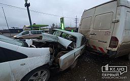 Перед «свадебным перекрестком» в Кривом Роге столкнулись 5 авто, есть пострадавшие