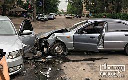 На перекрестке в Кривом Роге не разминулись автомобили