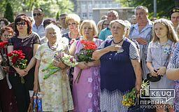 Криворіжці прийшли до меморіалу полеглих воїнів, аби вшанувати пам'ять земляків, загиблих у зоні АТО та ООС