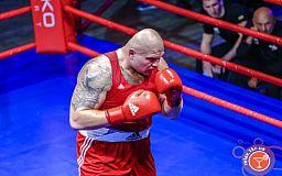 Криворожанин победил африканского боксера на ринге в профессиональном турнире