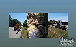 На одной из криворожских улиц коммунальщики заменили более 30 метров трубы водовода