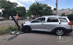 В Кривом Роге выпивший водитель влетел в забор, пострадала пассажирка