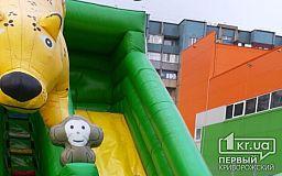 В Кривом Роге ветром сорвало надувную горку с детьми, есть пострадавшие