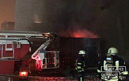 Криворожские спасатели два часа работали на месте пожара в бывшем кинотеатра на проспекте Гагарина