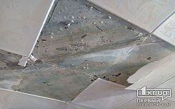 Не опять, а снова: в криворожской многоэтажке после ремонта течет крыша