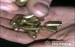Криворожанин нашел в маршрутке сотню патронов и решил посчитать их на улице