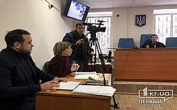 Рассмотрение дела экс-охранника криворожского КП, который ударил в лицо журналиста, отложили, поскольку судья в совещательной комнате