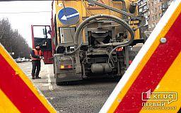 Весну ждать не стали: в Кривом Роге приступили к частичному ремонту дорог