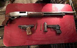 Весь комплект: правоохранители изъяли у криворожанина оружие, боеприпасы и наркотики