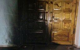 В Кривом Роге неизвестные подожгли двери церкви и оставили послание