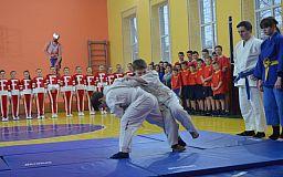 При поддержке Ингулецкого ГОКа в Широком отремонтировали спортшколу