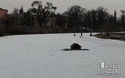 Выходишь на лед, гарантии вернуться нет, - криворожские спасатели