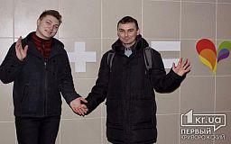 В Кривом Роге волонтеры и волонтерки ЛГБТ-сообщества создали фотозону для всех влюбленных