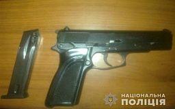 В Кривом Роге полицейские задержали мужчину, который прогуливался с оружием