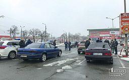 С парковки возле ТЦ в Кривом Роге попытались угнать Land Cruiser