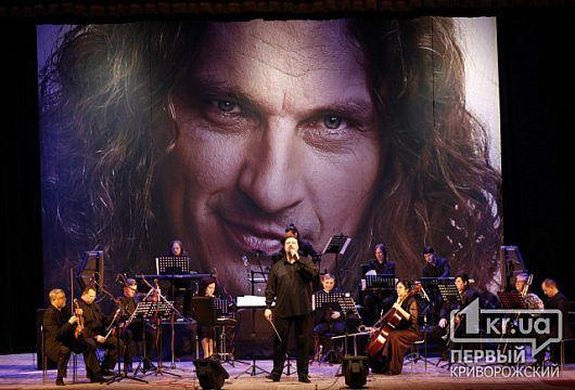 Серед оркестрантів, які виконали хіти Скрябіна, скрипаль із Кривого Рогу