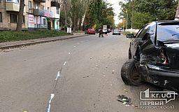 В Кривом Роге ВАЗ въехал в припаркованный автомобиль Skoda