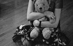 Супруги, которые насиловали 4-летнюю дочь и снимали ее в порно в Кривом Роге, проведут под стражей еще 60 дней