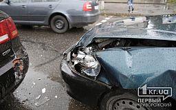 ДТП на 96 квартале в Кривом Роге: столкнулись два авто