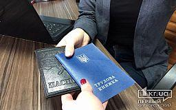 В Украине могут отменить обязательное использование трудовых книжек