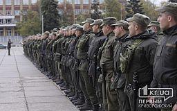 Сотня правоохранителей выстроилась на площади перед криворожским госцирком
