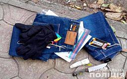 Криворожанин выхватил у прохожей пакет с джинсами, его задержал участковый