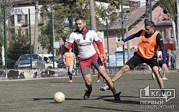 Криворізькі волонтери, бійці АТО і журналісти зіграли у футбол