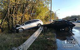 В Кривом Роге после столкновения автомобили вылетели в кювет