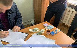 В Днепре сотрудника исполнительной службы задержали по подозрению во взяточничестве