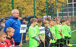 Новое поле для будущих чемпионов: Метинвест оборудовал тренировочную базу для молодых футболистов