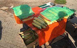 Кукуруза, яблоки и виноград: у стихийных торговцев в Кривом Роге изъяли 50 килограмм продуктов